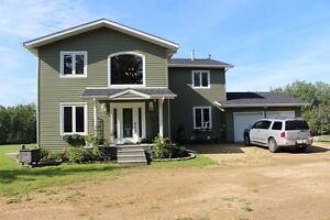 Stunning 3200 SQFT RENOVATED TOP TO BOTTOM HOME ON 23 ACRES