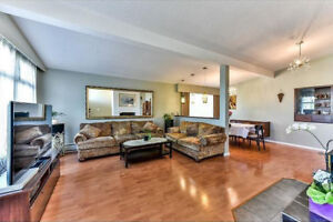 Beautiful 4 bedrooms + 2 bedrooms/laundry/upper level of a house