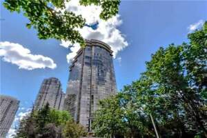 2 Bdrm Corner Penthouse In The Heart Of Mississauga