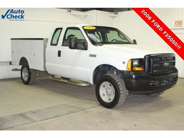 Ford : F-250 XL Used 06 Ford F250SD Extended Cab 4x4 XL Omaha Utility Box V10 Manual 6 Speed