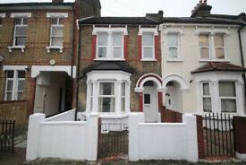 4 bedroom house in Selkirk Road, Tooting, SW17(Ref: 810)