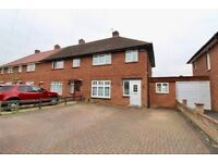 Beautiful & Spacious 3 Bedroom House - Close to Burnham Station