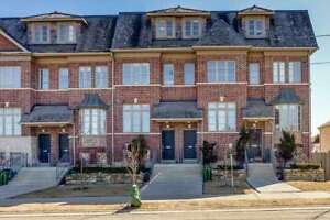 Newer Build Executive Townhouse Featuring 3 Bedrooms,