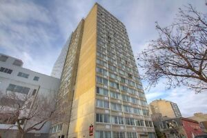 Bachelor available at 1350 Du Fort street, Montreal