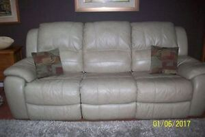 AWESOME LEATHER COUCH.....LIKE NEW
