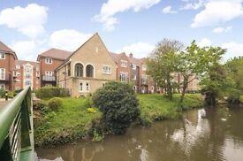 Stunning Ground Floor Abingdon Apartment - very near centre