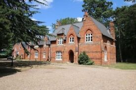 Absolutely Stunning!! 2 bed/2 bath Executive flat for rent (ideal for Heathrow-staff)