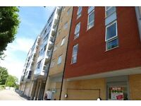 Spacious and clean 2 bedroom apartment close to Central Slough