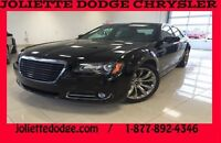 2014 Chrysler 300 Limited , Cuit  Toit Pano , Mags , Chrome