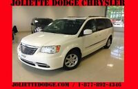 2011 Chrysler Town & Country TOURING BLANC 7 PASS PLAN OR NAV UC