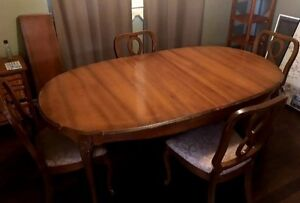 Excellent condition solid wood dining table