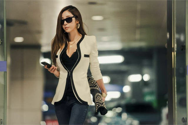 How to Buy a Flattering Blazer