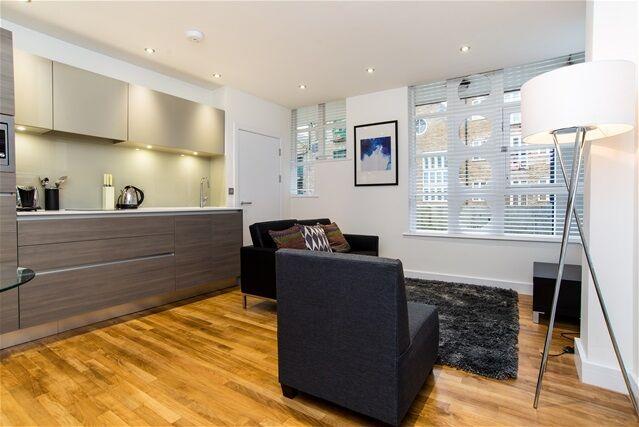 1 bedroom flat in Limekiln Wharf. Three Colt Street, London