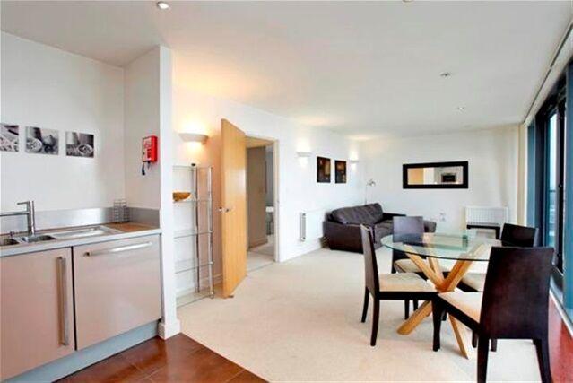2 bedroom flat in Neutron Tower, Blackwall Way, Docklands