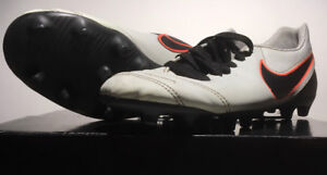 NIKE TIEMPO Soccer Cleats Youth