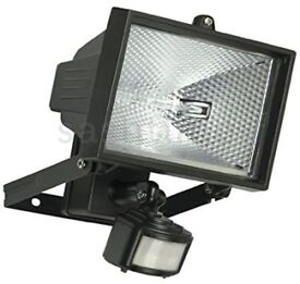 Halogen Floodlight 150 Watts with movement sensor. New in box!