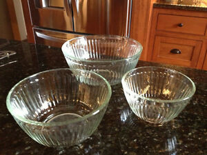Pyrex Glass Bowl Set Vintage
