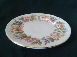 PARAGON - COUNTRY LANE FINE CHINA SET FOR 10