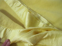 Yellow Blanket / Throw Kingsze