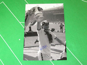 West-Ham-United-Paul-Allen-Signed-1980-FA-Cup-Final-Trophy-Photograph