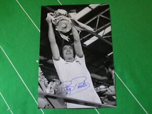West-Ham-United-Billy-Bonds-Signed-1980-FA-Cup-Final-Trophy-Photograph