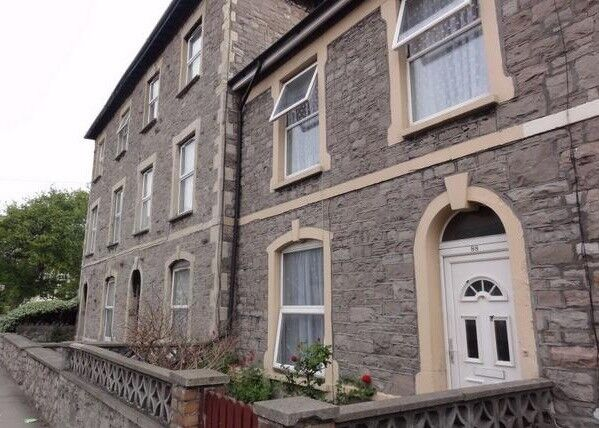 4 Bedroom Large House in Town centre to