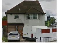 LOVELY 4 BEDROOM SEMI-DETACHED HOUSE AVAILABLE IN THE VALE, GOLDERS GREEN, NW11 8SJ