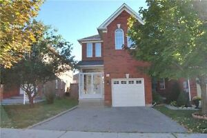 Rare 4 Bed End Unit Townhouse In Rouge Woods