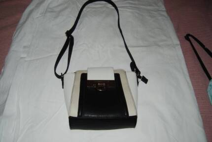 NEW RUBY & KIT BLACK & WHITE HANDBAG Carindale Brisbane South East Preview