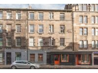 Neutrally decorated main door 1 bed flat in central location near George Square available NOW!