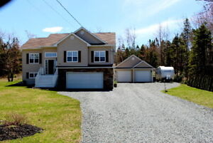 QUALITY HOME  !!  2 DOUBLE GARAGES! BEAUTIFUL LOT !!!