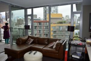 BRIGHT AND MODERN CONDO IN YALETOWN!