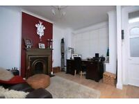 1 bed property benefits from having a private front courtyard garden SW19!