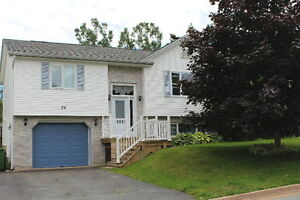 ADORABLE SPLIT ENTRY WITH GARAGE IN TIMBERLEA