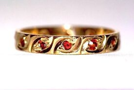 STUNNING 9CT GOLD GARNET ETERNITY STACKING RING VERY MUCH IN THE ART DECO STYLE MADE ENG WORK OF ART
