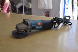 "*GREAT CONDITION** Makita 9557NB 4-1/2"" 7.5A Wired Grinder*"