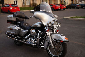 Harley Davidson FLHTC Édition spéciale- Toute équipée