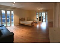 DOCKLANDS, E14, AMAZING 4 BEDROOM NATURAL LIT HOUSE WITH PRIVATE PATIO