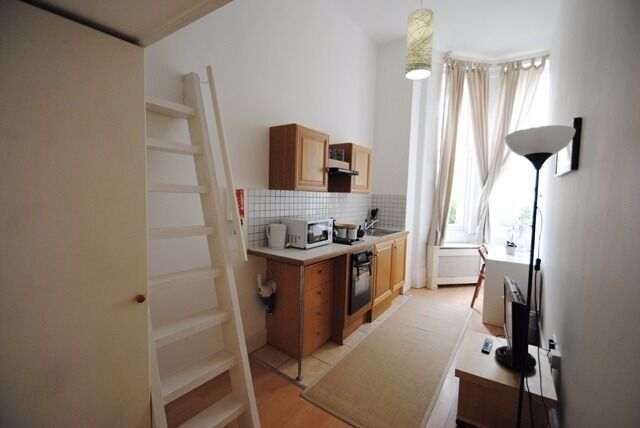 -Delightful duplex studio on Penywern Road, Earl's Court, just seconds from the tube