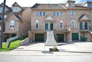 Beautiful 3BR End Unit Townhome In The Heart Of Mississauga