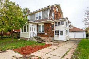 Legal duplex walking distance to the Niagara river and tourist a
