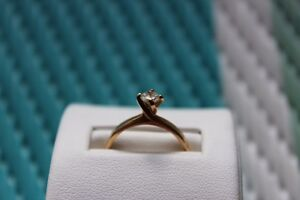 GOLD RING SIZE 6
