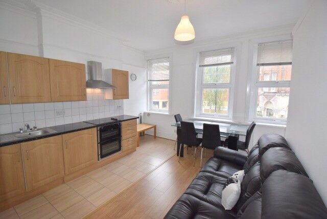 A LARGE FLAT WITH A GARDEN IN CROUCH END N8