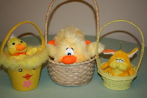 3 pcs Easter Bunnies in a Basket $5.00 or Best Offer