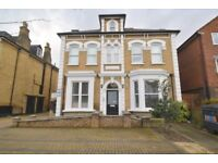 AN AMAZING TWO BEDROOM FLAT CLOSE TO BOWES PARK OR WOOD GREEN STATIONS N22