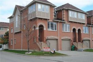 Absolutely Stunning Bright Spacious 3BR End Unit In Mississauga