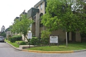 Rarely Available! Spacious 5 Bedroom Condo In Mississauga!