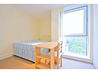 Beautiful one bedroom spacious apartment with roof terrace. Smartly near public transport.