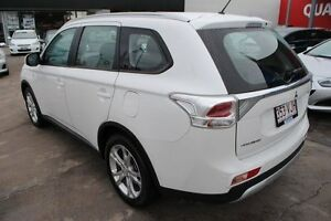2014 Mitsubishi Outlander ZJ MY14.5 ES 2WD White 6 Speed Constant Variable Wagon Townsville Townsville City Preview