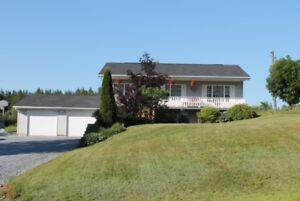 Meticulously maintained bungalow,  5 minutes from Kredl's!